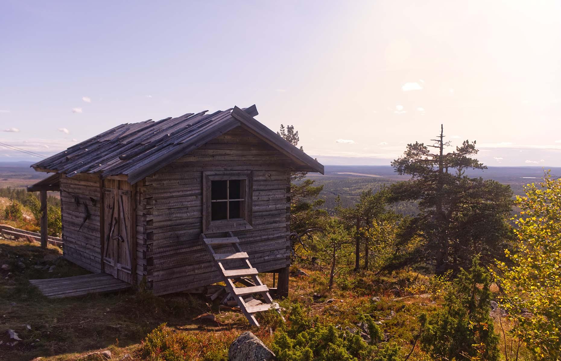 Spend the night in a wilderness hut (Image: Eero P. Kangas/Shutterstock)