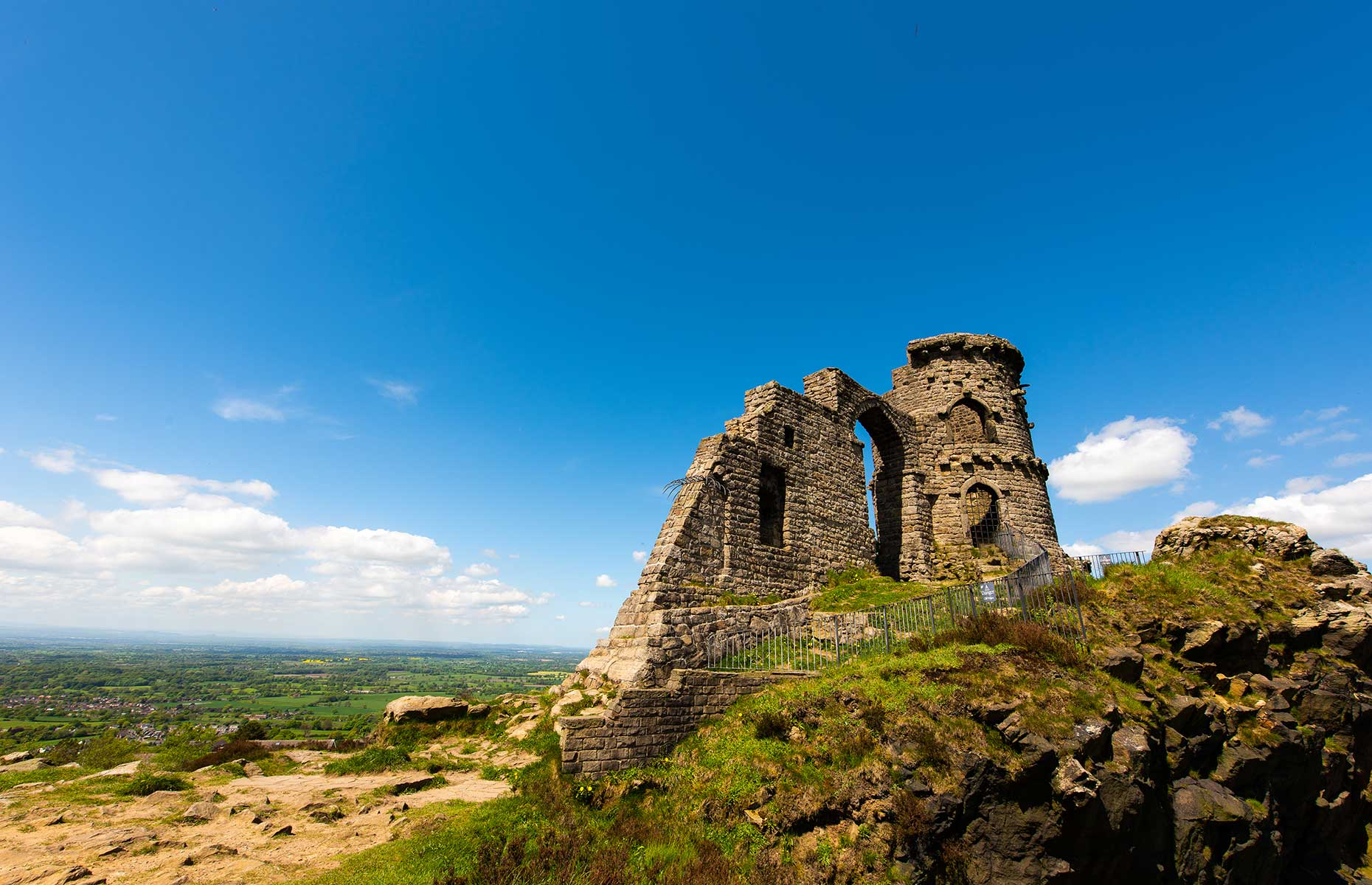 Mow Cop Folly (Image: RMC42/Shutterstock)