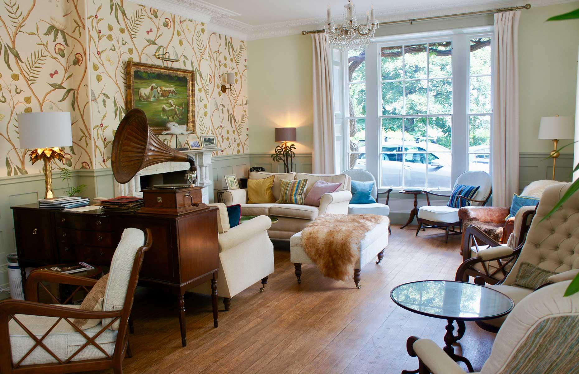Burleigh Court lounge (Image: Burleigh Court Photography)