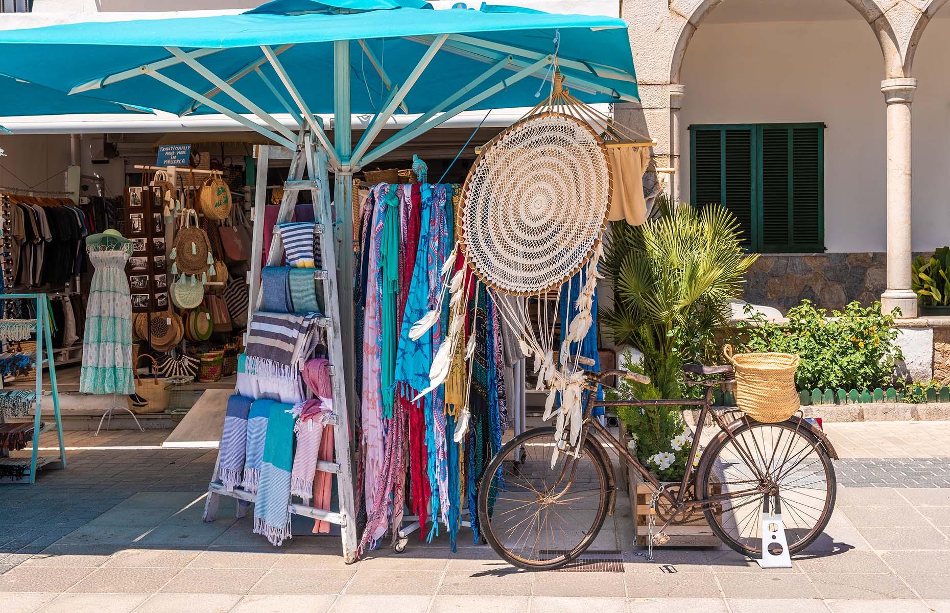 Sunday market in Pollenca, Mallorca (Image: vivoo/Shutterstock)