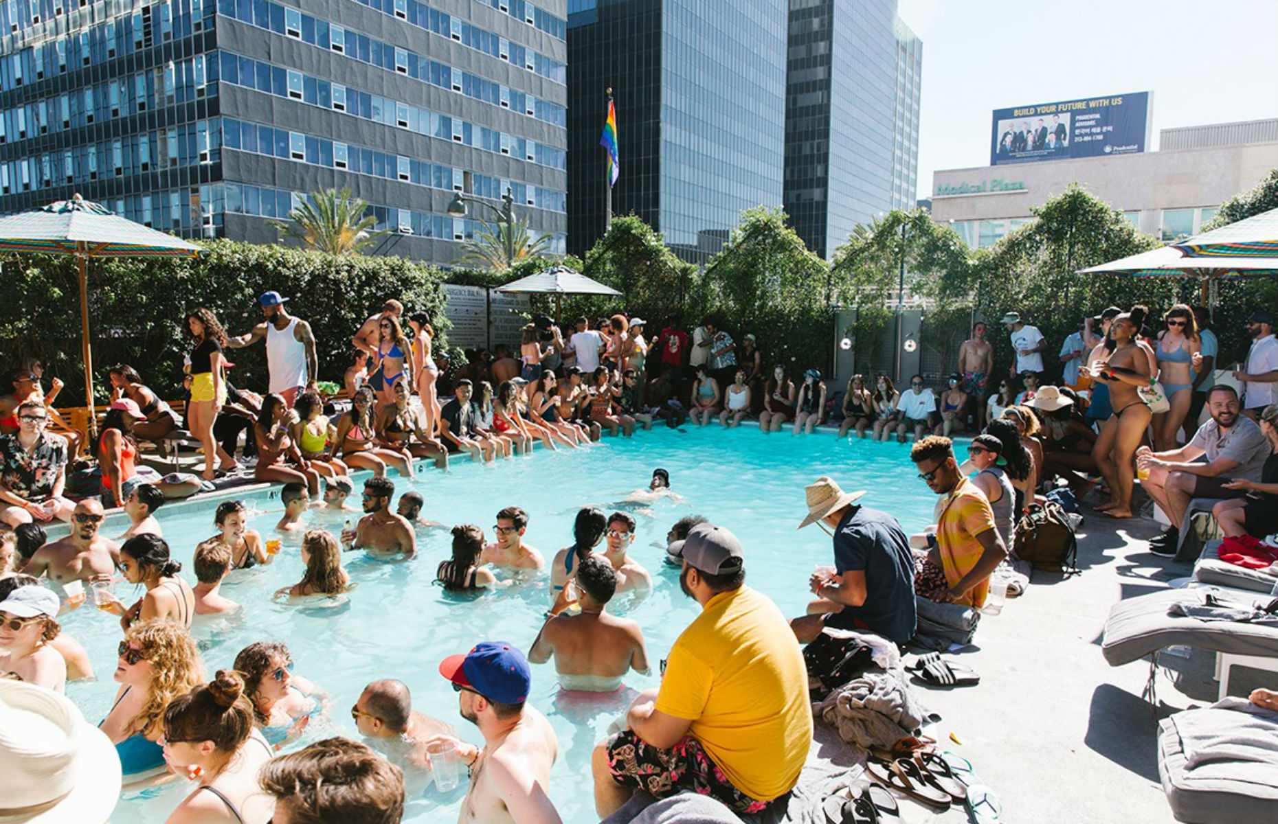 LINE pool party