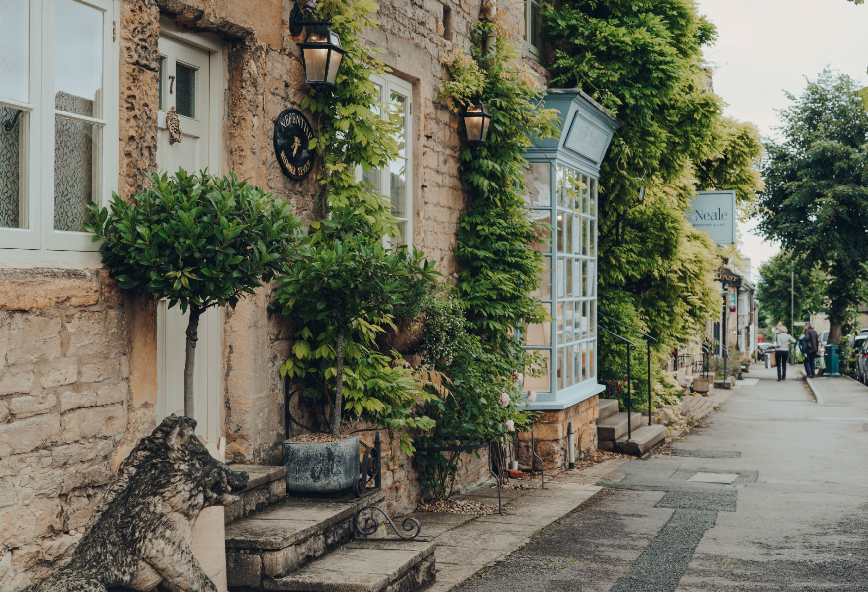View on a main street in Stow-on-the-Wold (credit: Alena Veasey/Shutterstock)