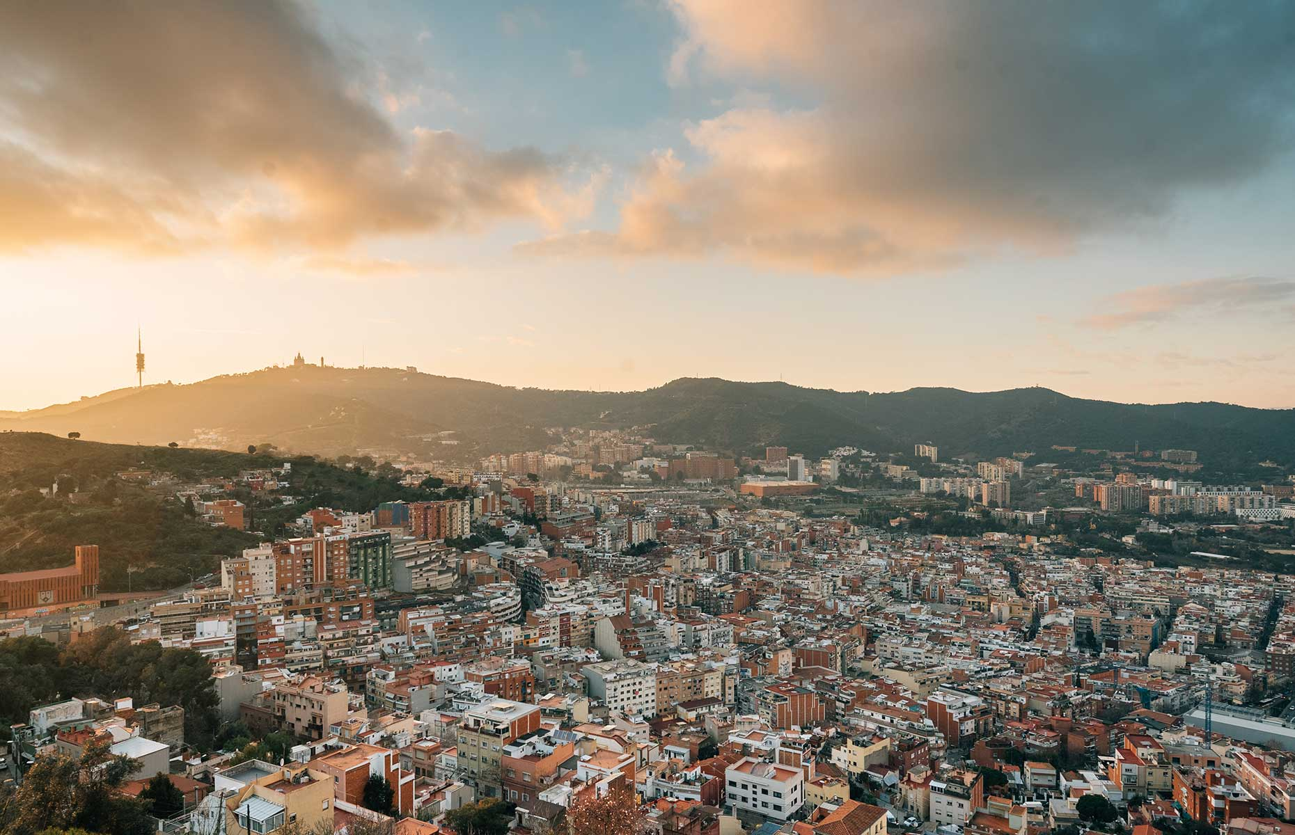 The view at sunset over Barcelona from the Bunkers del Carmel (Image: Jon Bilous/Shutterstock)