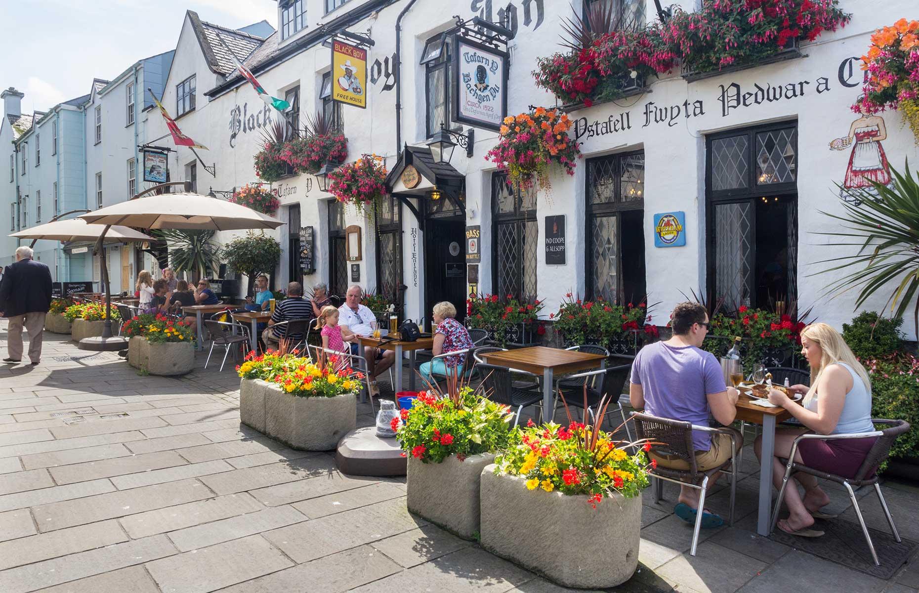 People having a pub lunch in Caernarfon, Wales
