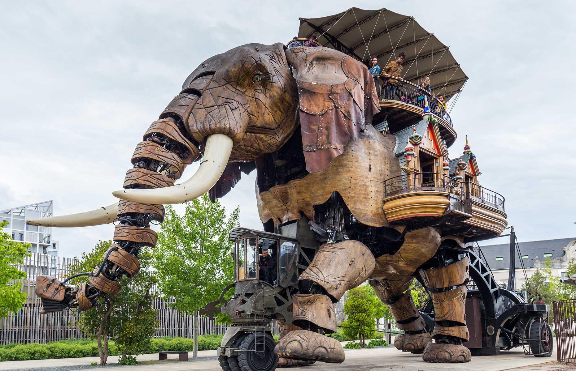 Mechanical elephant at Les Machines de l'Île (Image: DaLiu/Shutterstock)