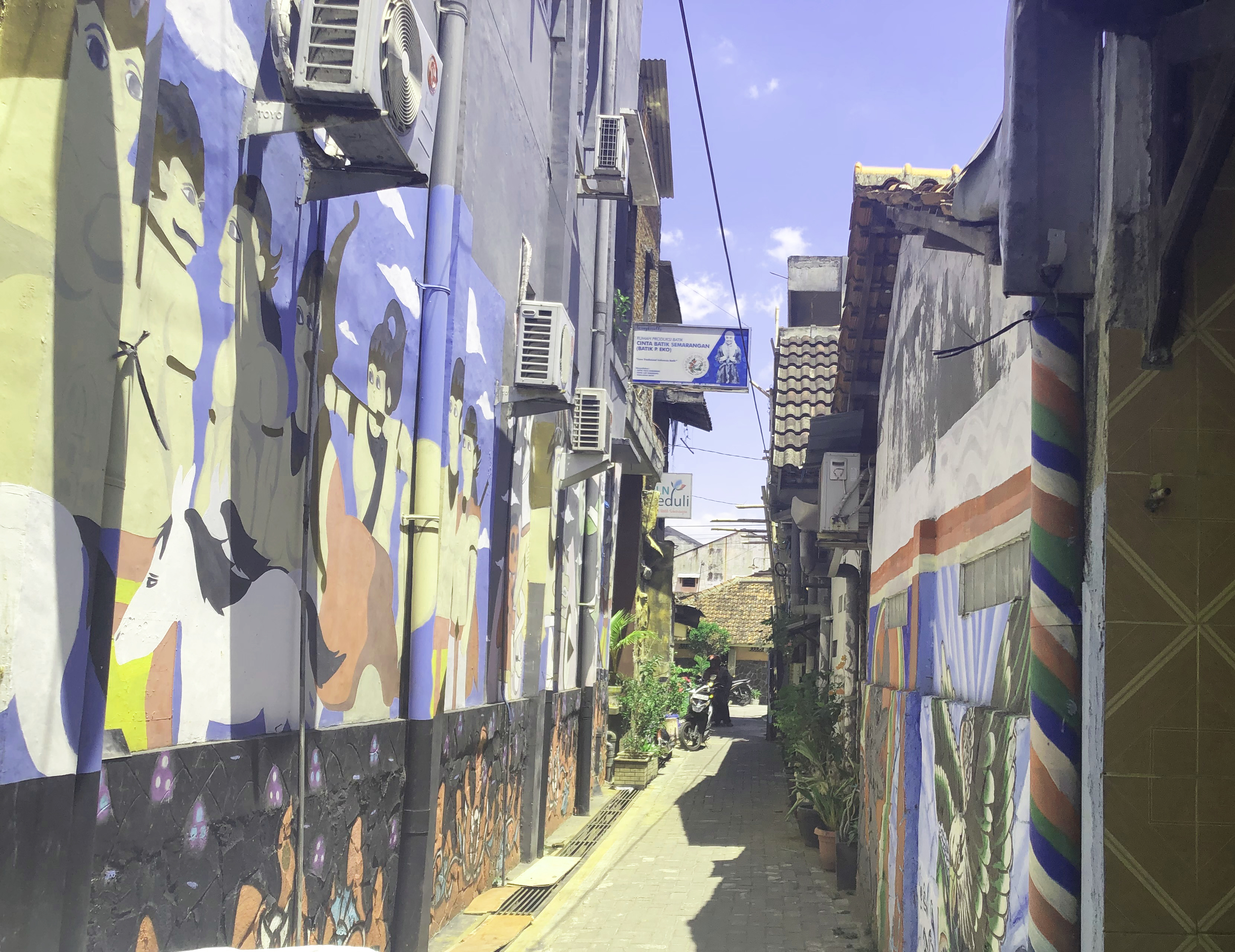 Alleyway in Kampung Batik Gedong (Image: Daisy Meager)