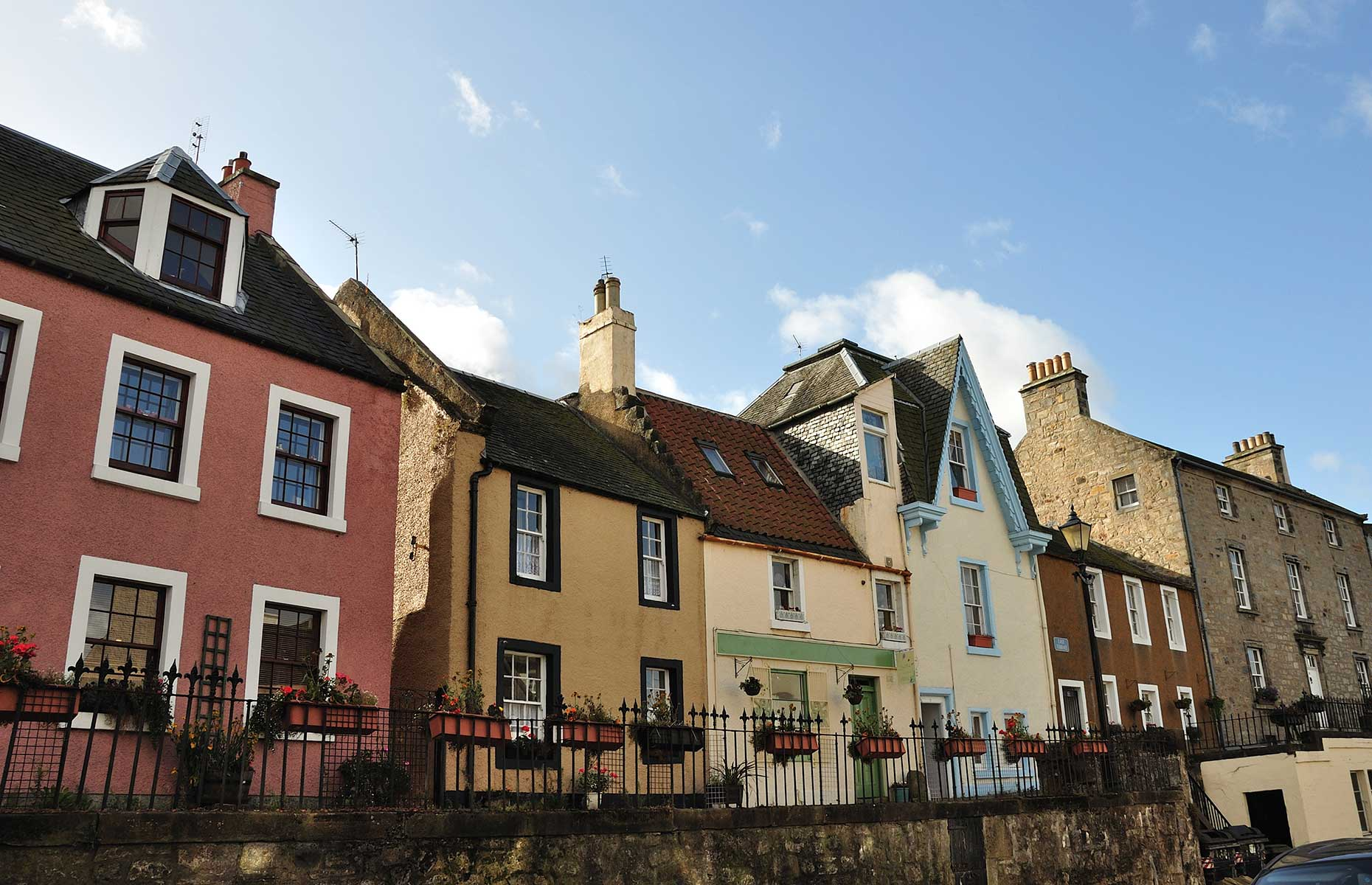 South Queensferry High Street with picturesque historic buildings (Image: jean morrison/Shutterstock)