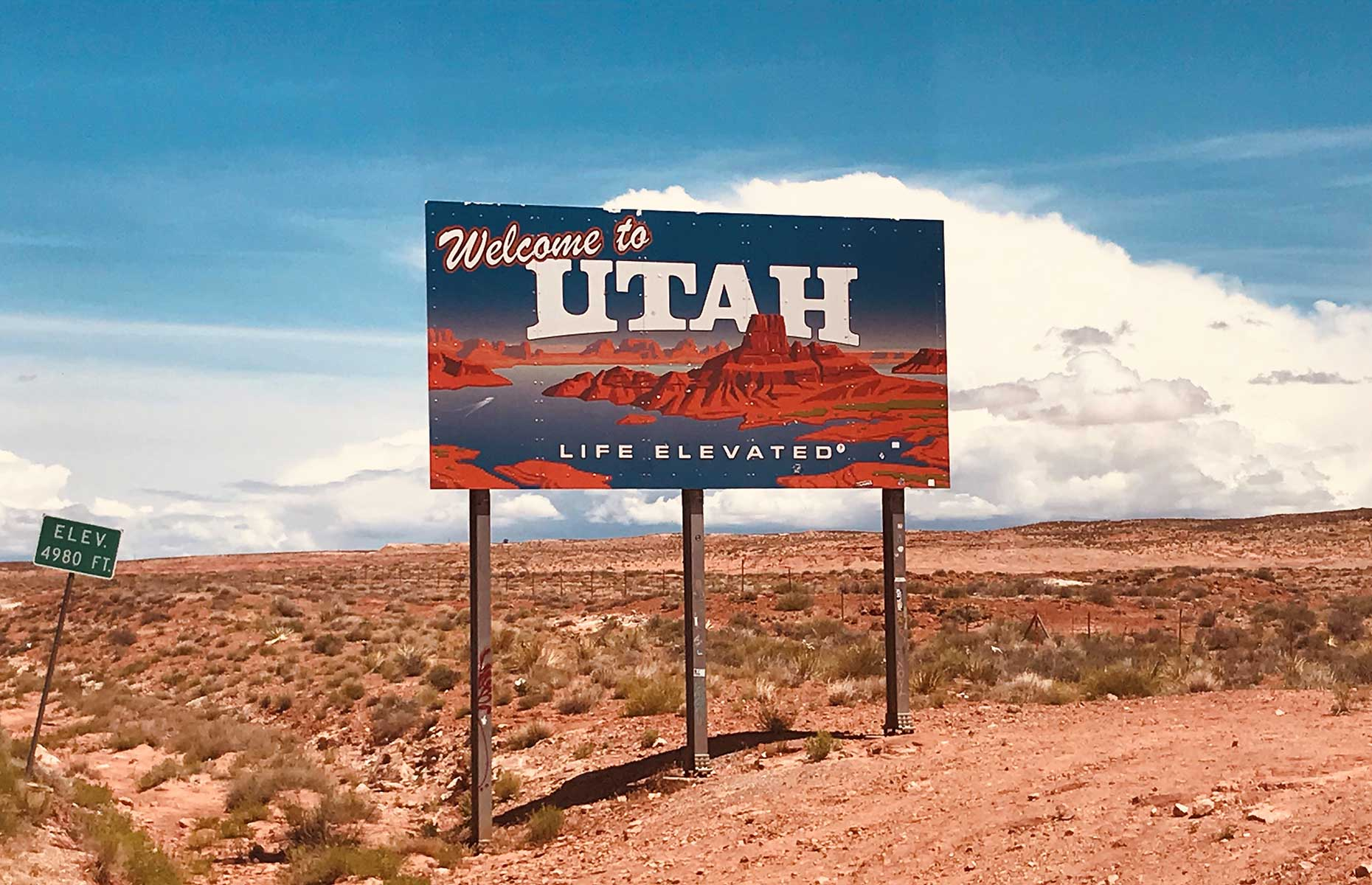 Utah state sign at the roadside