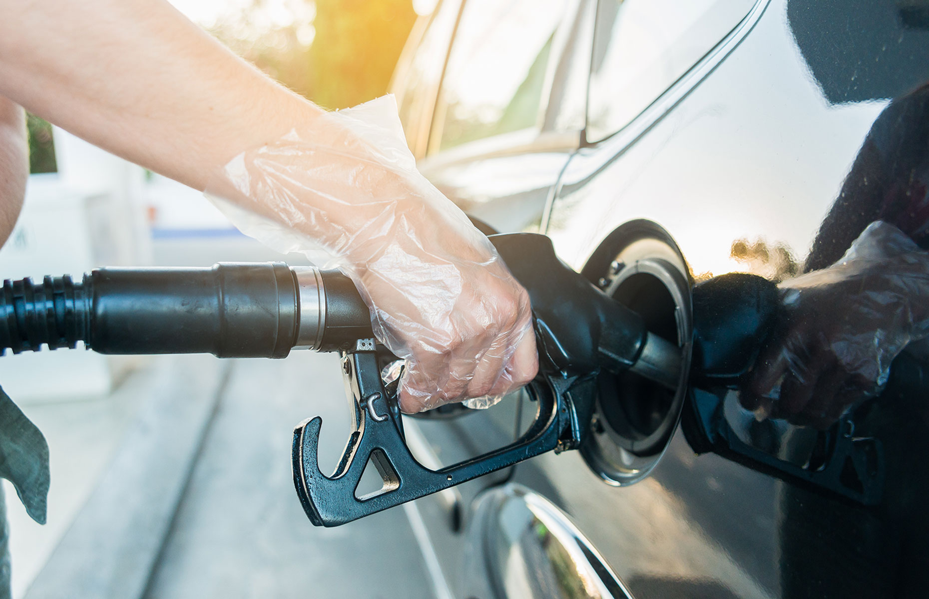 Wear gloves at the gas station. (Image: Fotoeventis/Shutterstock)