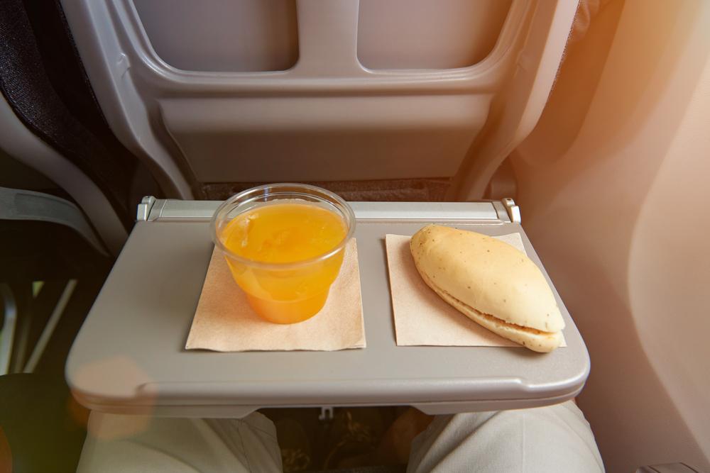easyJet vs Ryanair, food and drink