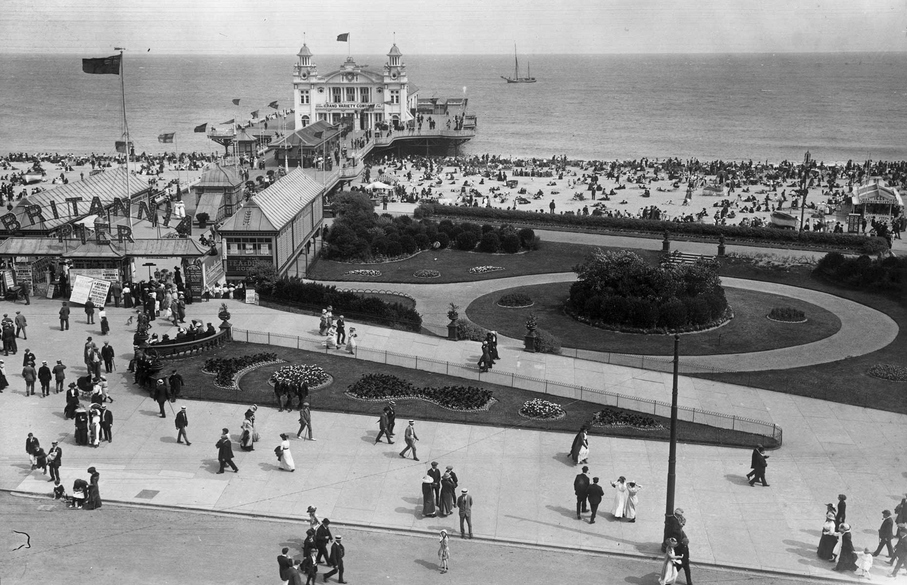 Vintage image of Great Yarmouth's Britannia Pier, taken in August 1912 (Image: Topical Press Agency/Getty Images)