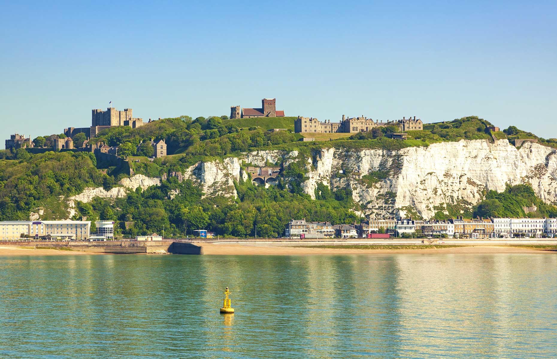 White Cliffs of Dover and Dover Caste (Image: Oliver Hoffmann/Shutterstock)