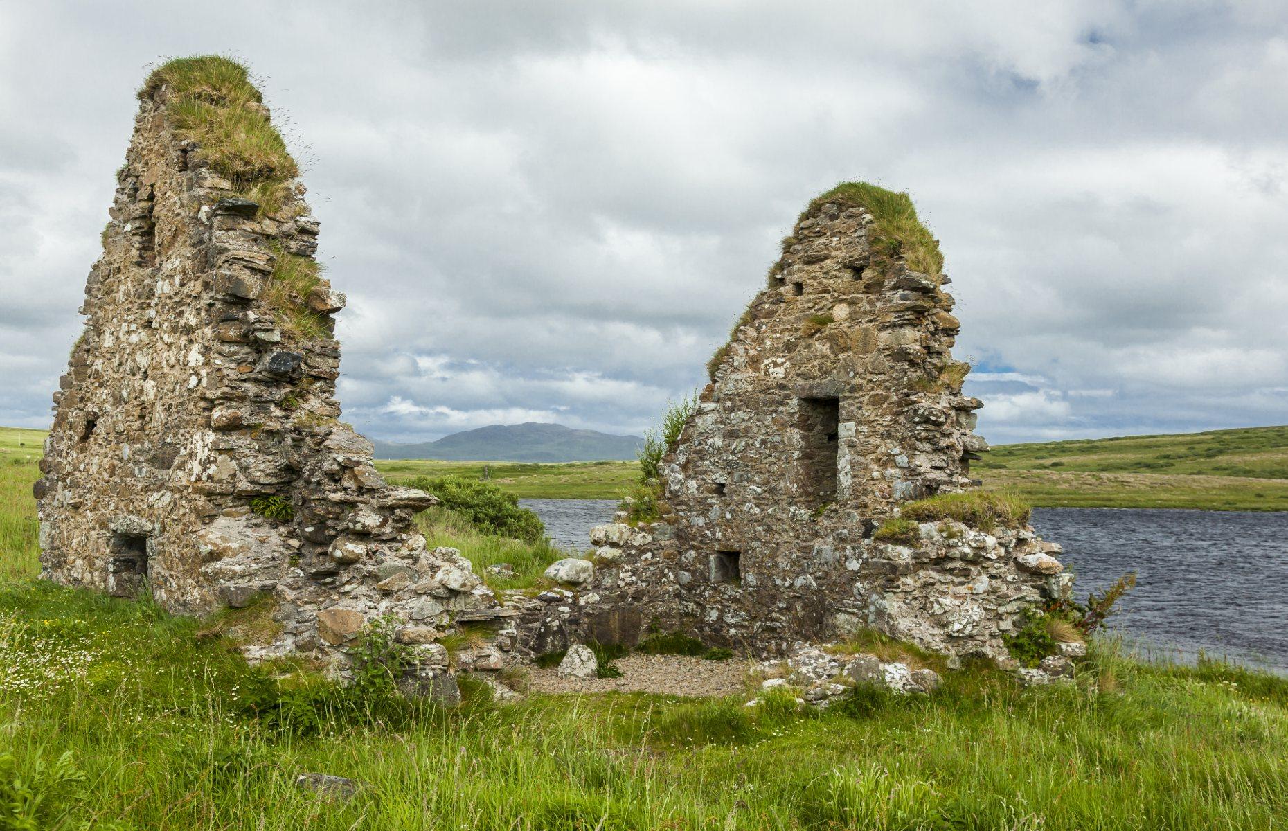 Finlaggan ruins (Image: coxy58/Shutterstock)