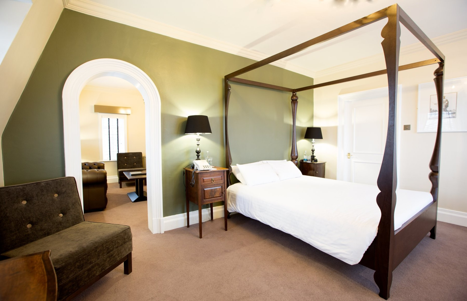 The White Hart Hotel bedroom interior (Image: White Hart Hotel/Facebook)