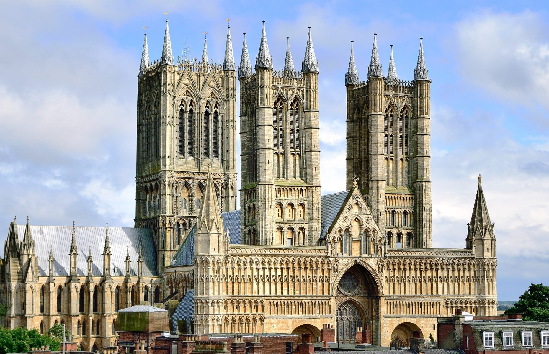 Lincoln Cathedral outside (Image: Lebendigger/Shutterstock)