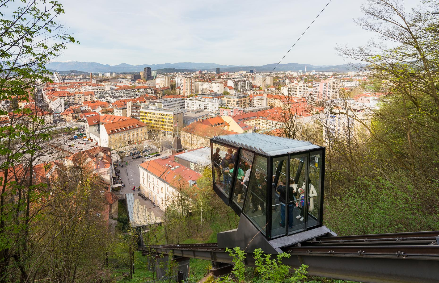 View of the city from the funicular (Image: blazg/Shutterstock)