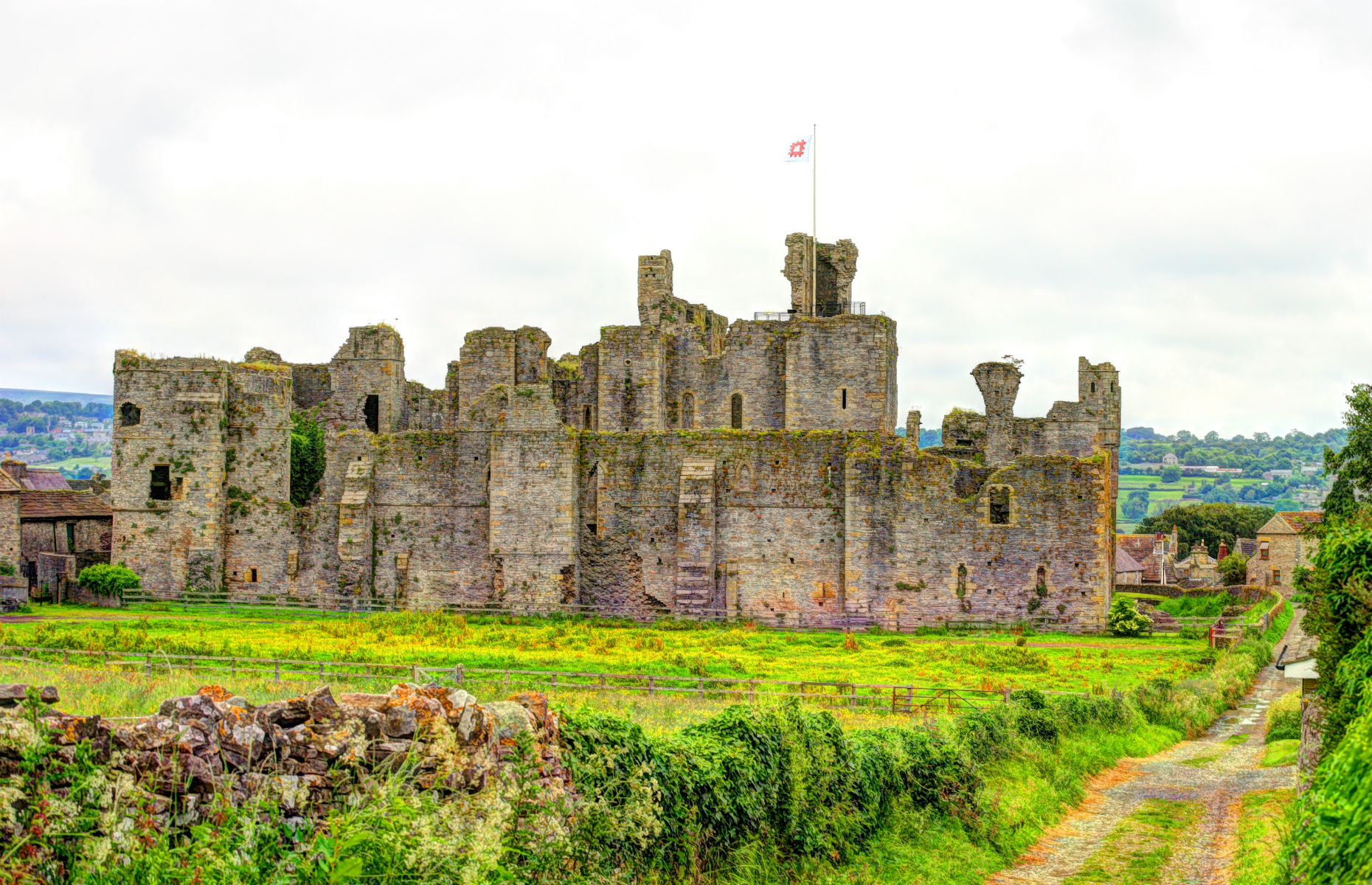 Middleham Castle (Image: Andrzej Sowa/Shutterstock)