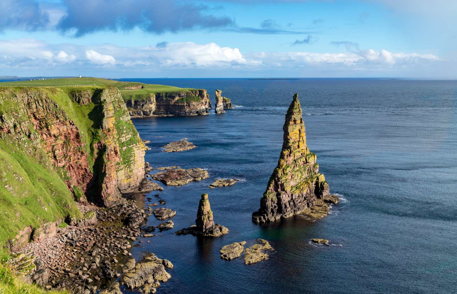 Duncansby Sea Stacks (Image: Catuncia/Shutterstock)