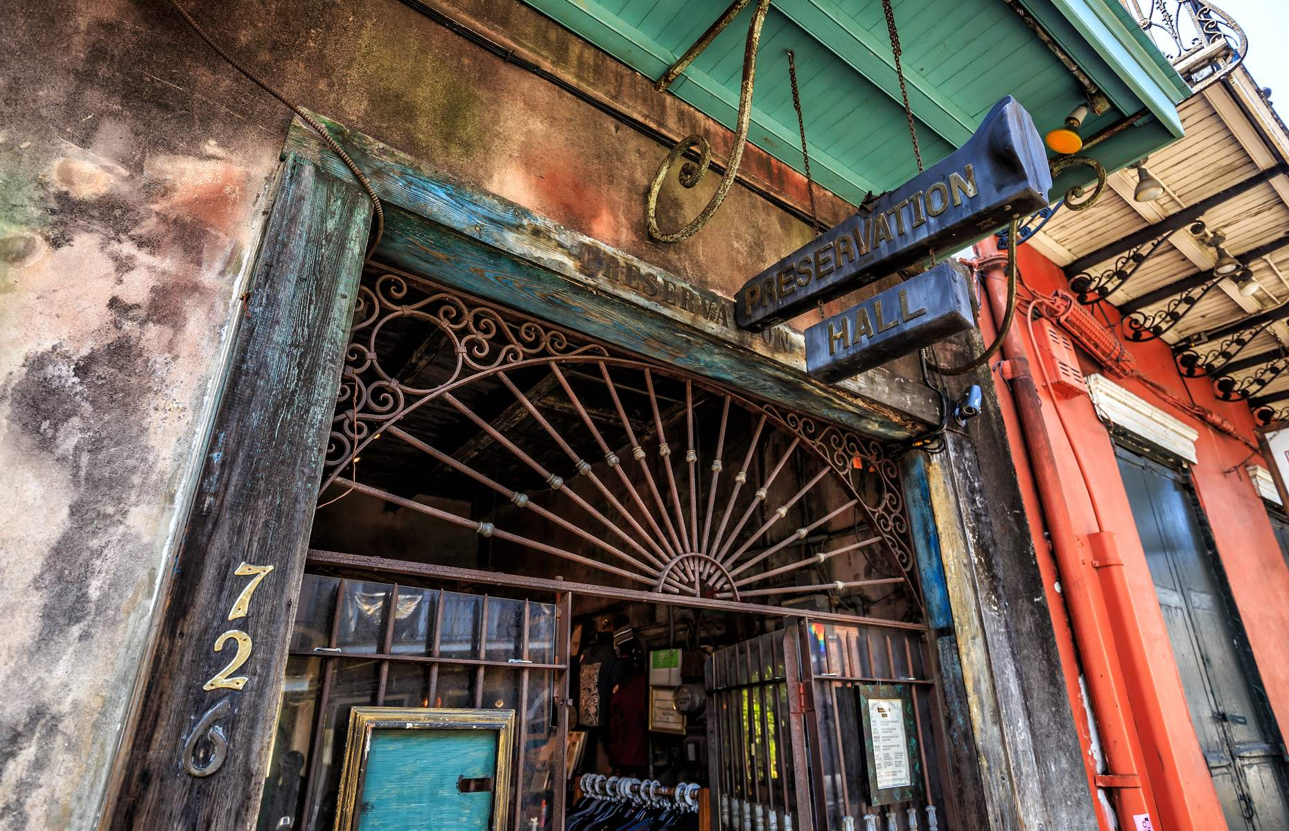 Jazz club in New Orleans (image: f11photo/Shutterstock)