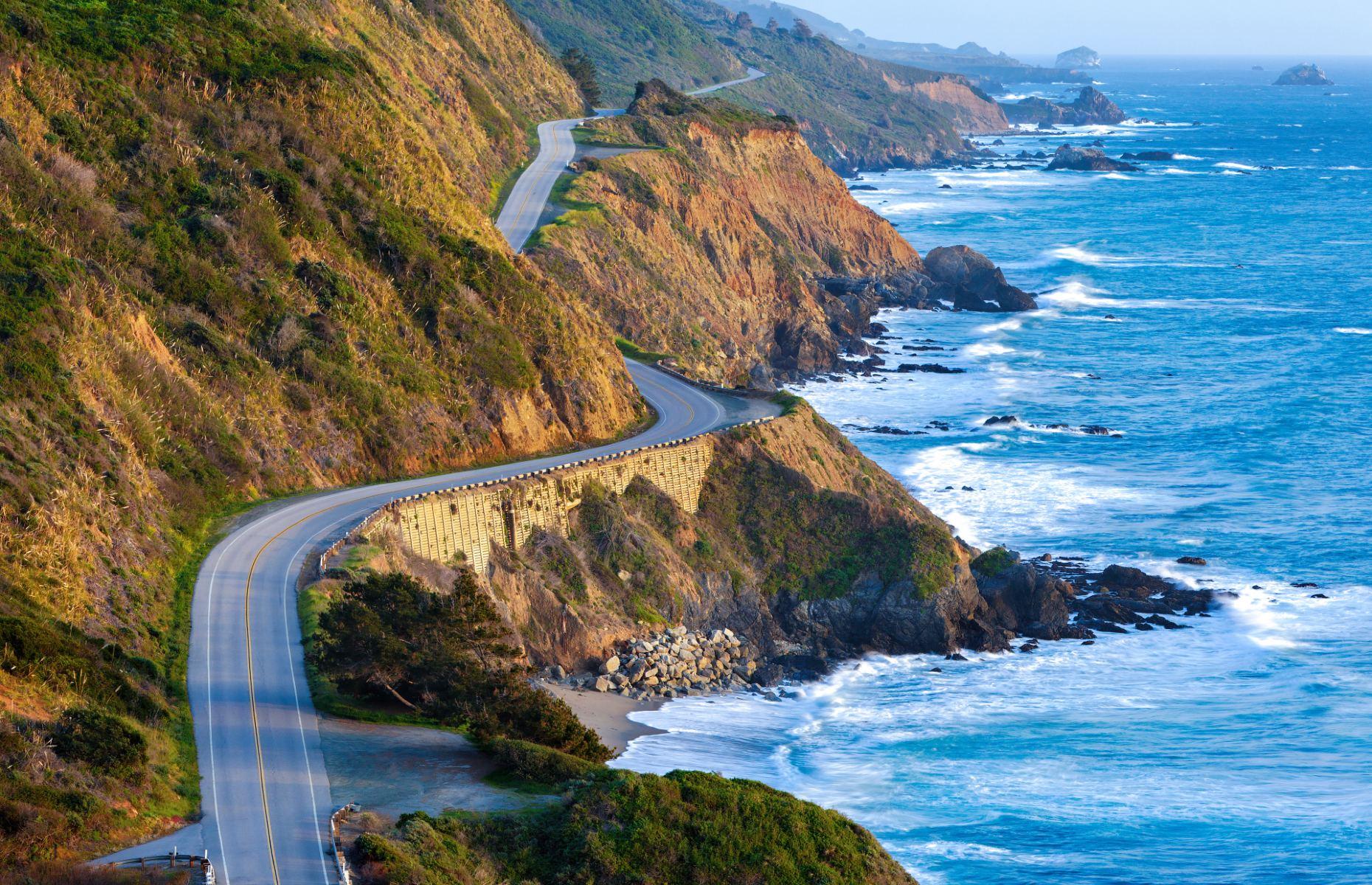 Big Sur route overlooking the ocean (Image: Doug Meek/Shutterstock)