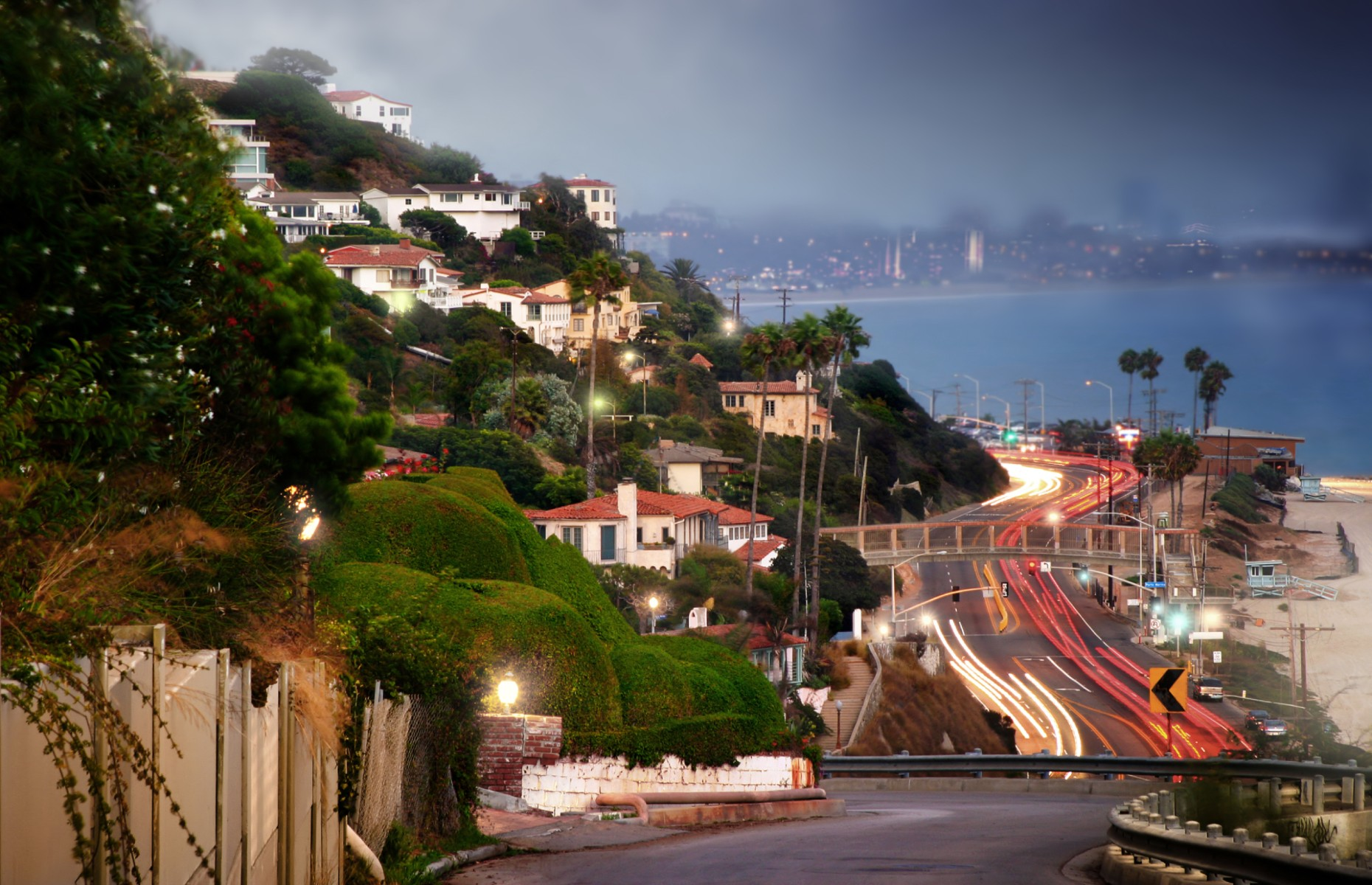 Urban stretch of the Pacific Coast in California (Image: CURAphotography/Shutterstock)