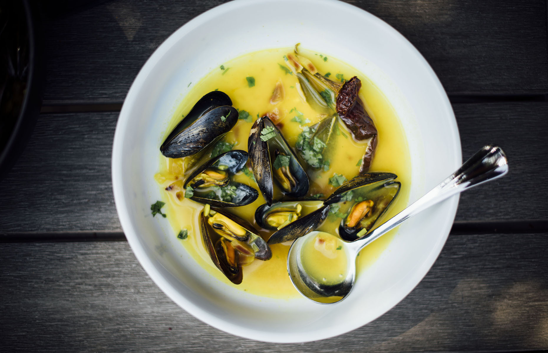 Turmeric and lime mussel broth