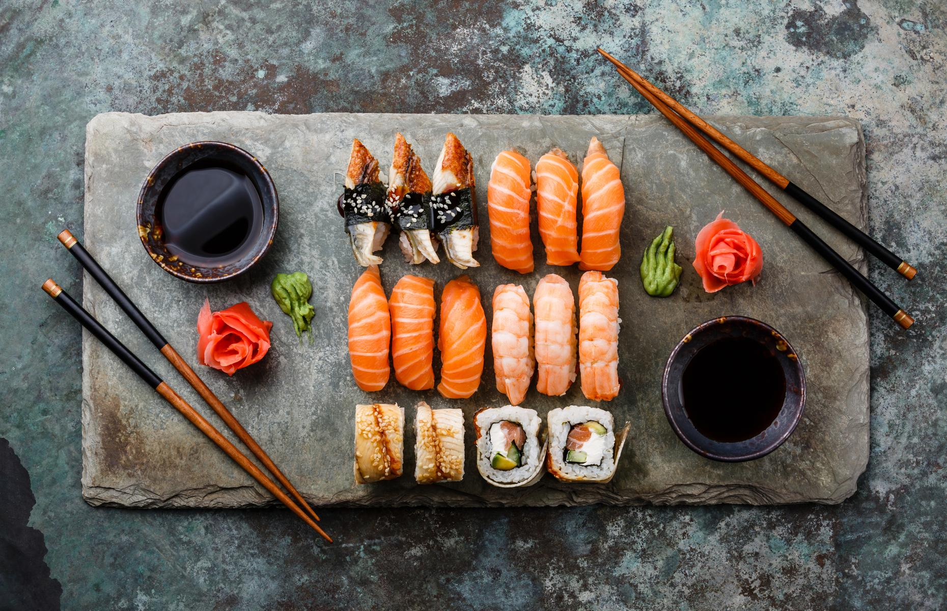 sushi and kombucha food pairing