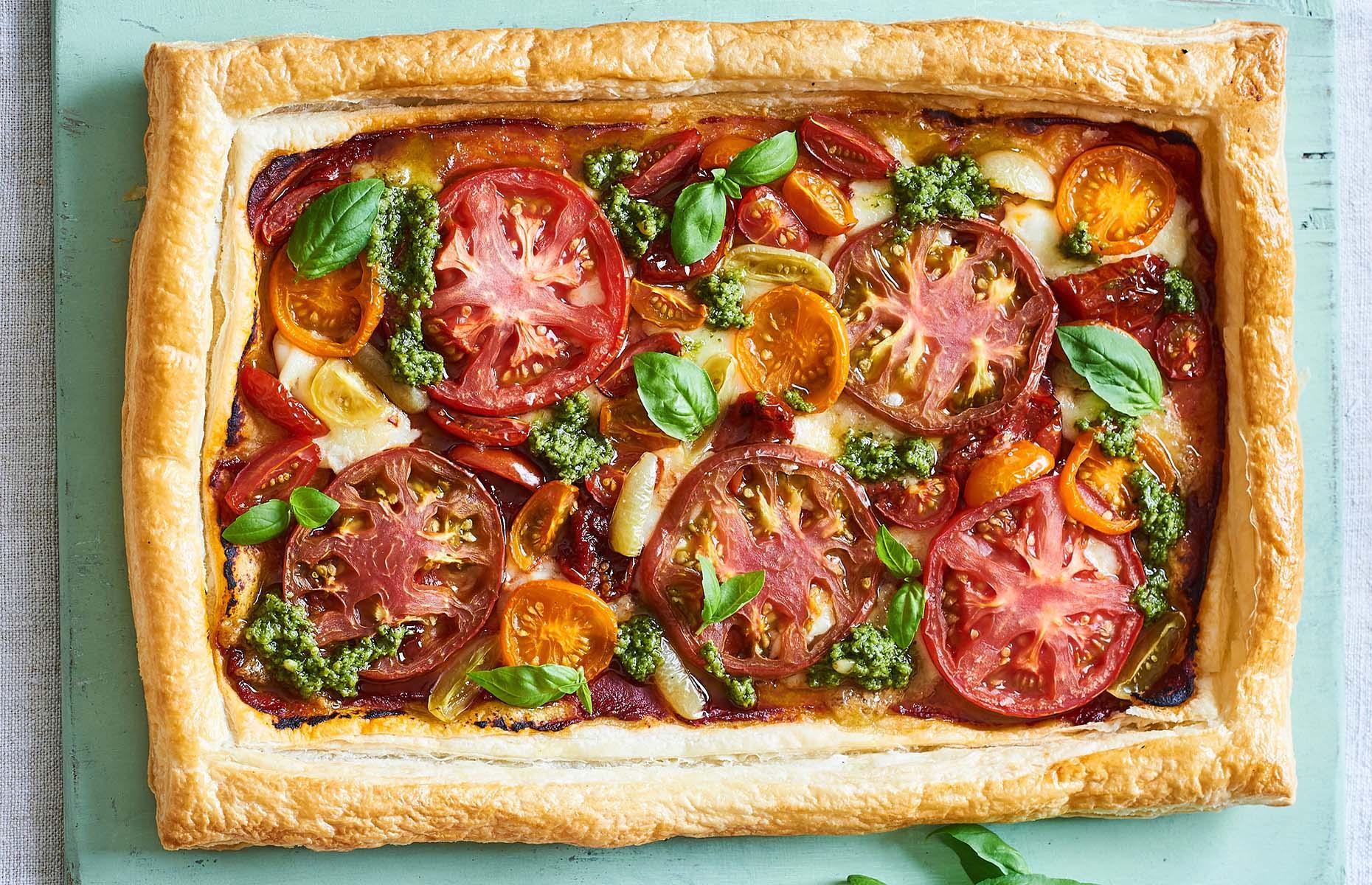 Tomato, Gouda and pesto tart