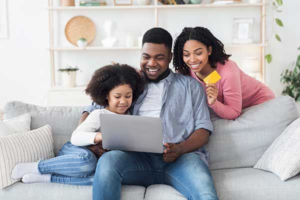 Couple teaching their child about money. (Image: Shutterstock)
