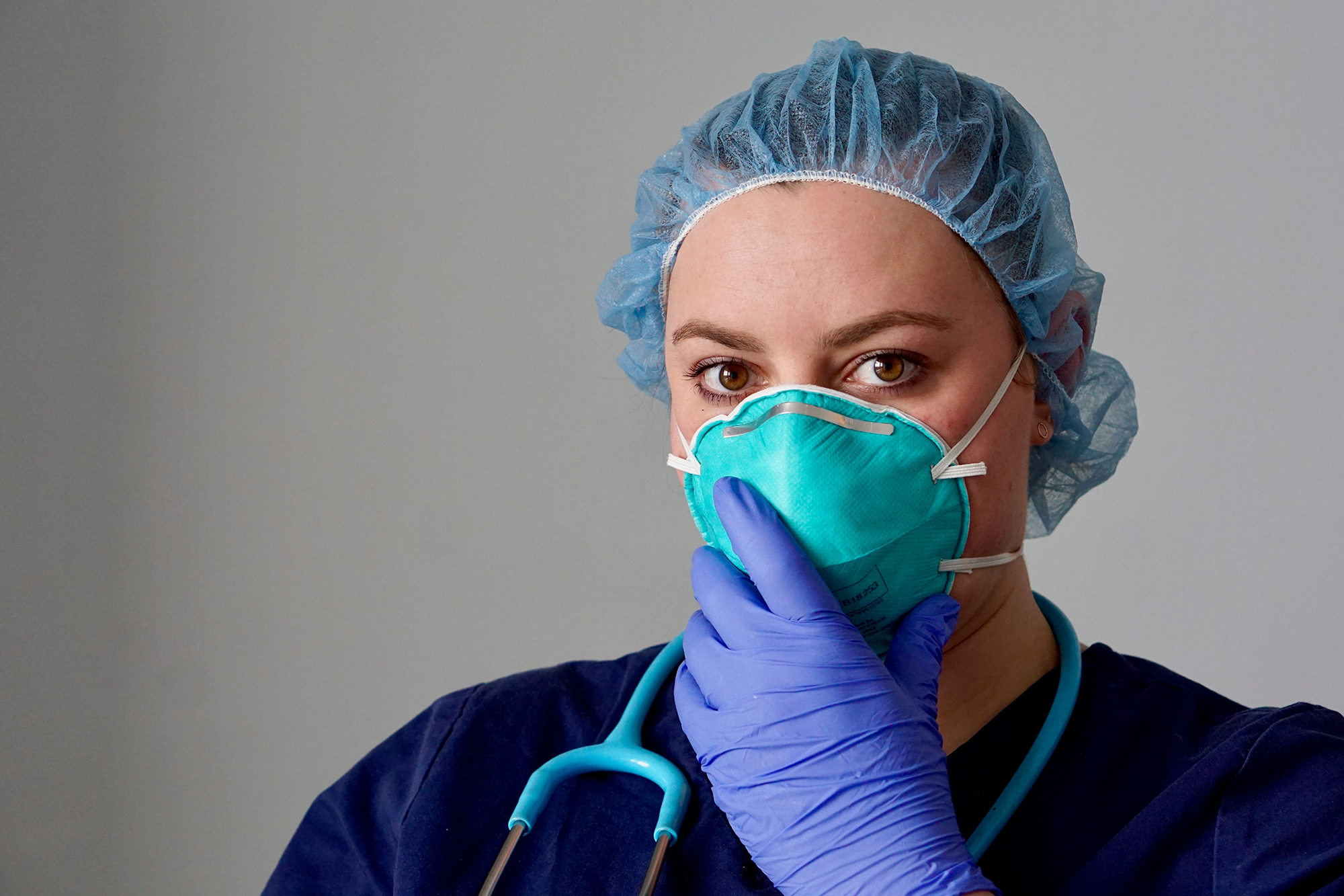 Healthcare worker wearing a respirator mask. (Image: Shutterstock)
