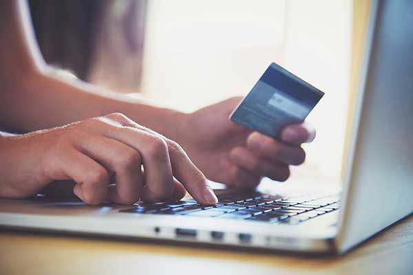 Man using a credit card. (Image: Shutterstock)