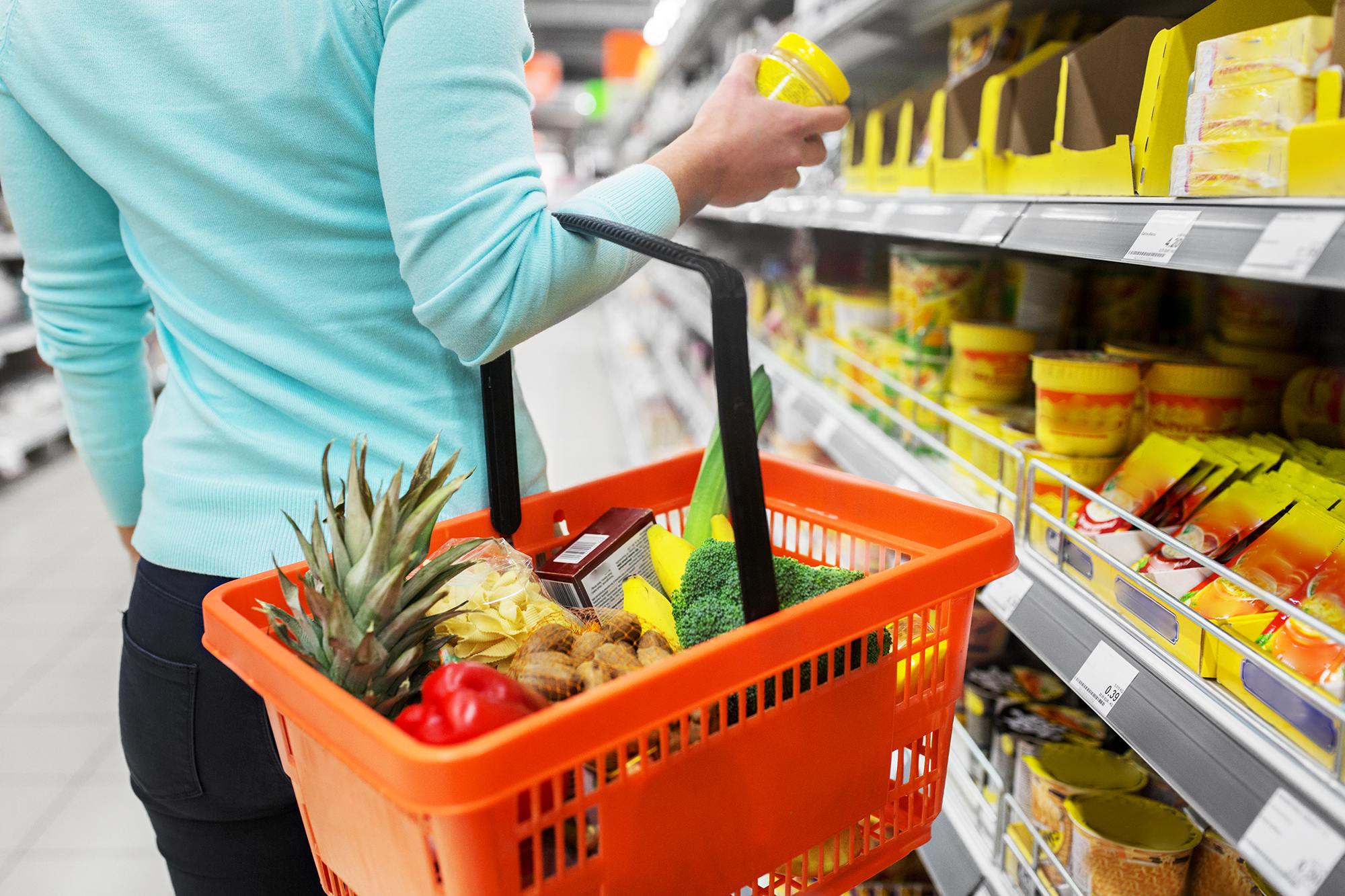 Woman shopping in a supermarket. (Image: Shutterstock)