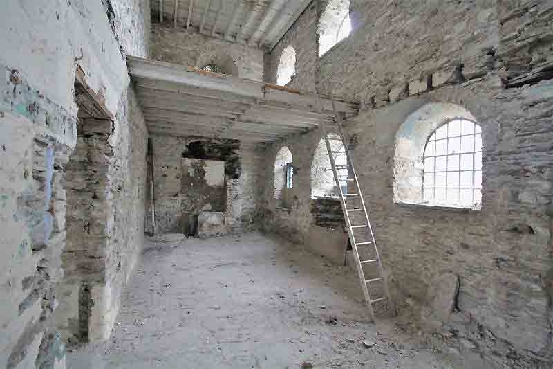 The derelict interior offers a blank slate for an ambitious buyer. Image: Bowen Son and Watson