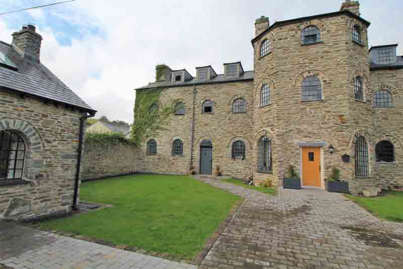 This former workhouse feature dramatic proportions and exquisite period windows. Image: Bowen Son and Watson