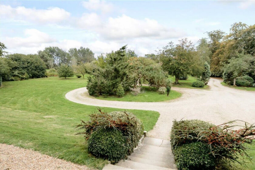 Dancers Hill House and gardens - Win a luxury London mansion for £13.50