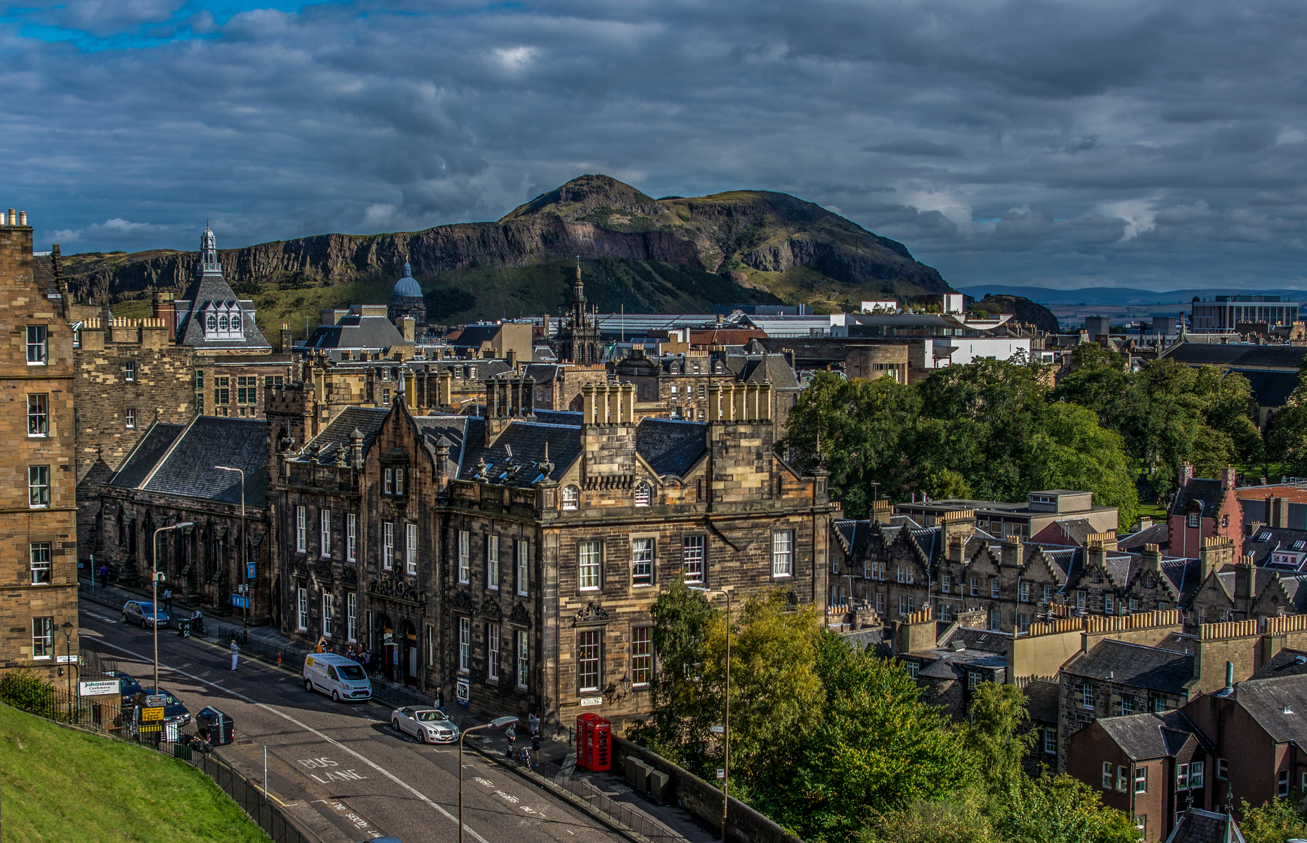 Homeowners in the historic city of Edinburgh could charge the steepestrent. Image: NVVisuals / Shutterstock