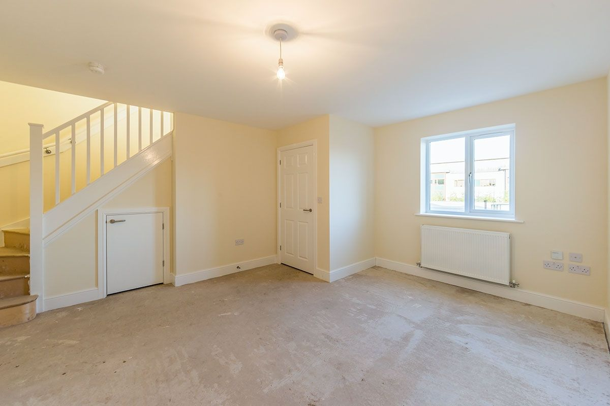 The living room in this three-bedroom house in Newark is in good condition. Image: Zoopla