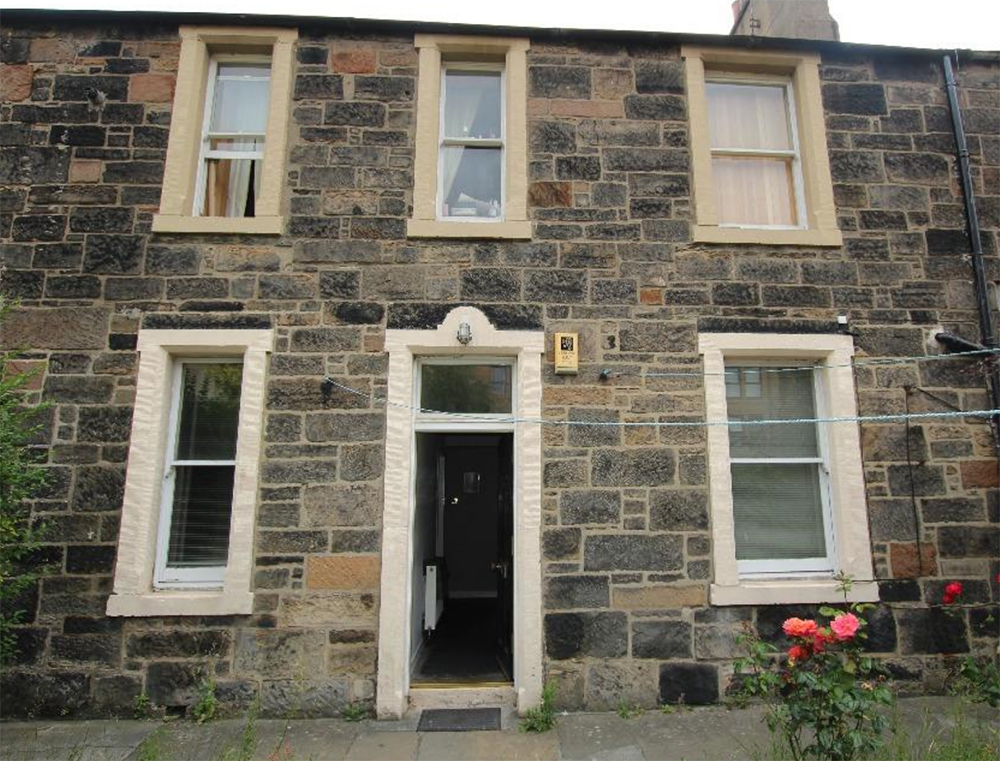 Meanwhile, in Edinburgh, you can rent a 2-bed period property for £1000 a month. Image: Rightmove