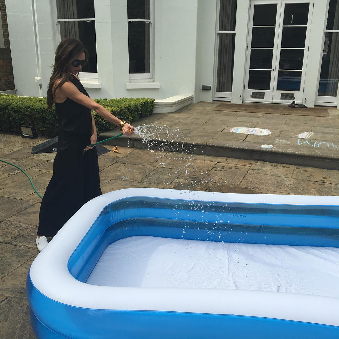 Is there any better way to cool off? VB fills a paddling pool. Image: @victoriabeckham / Instagram