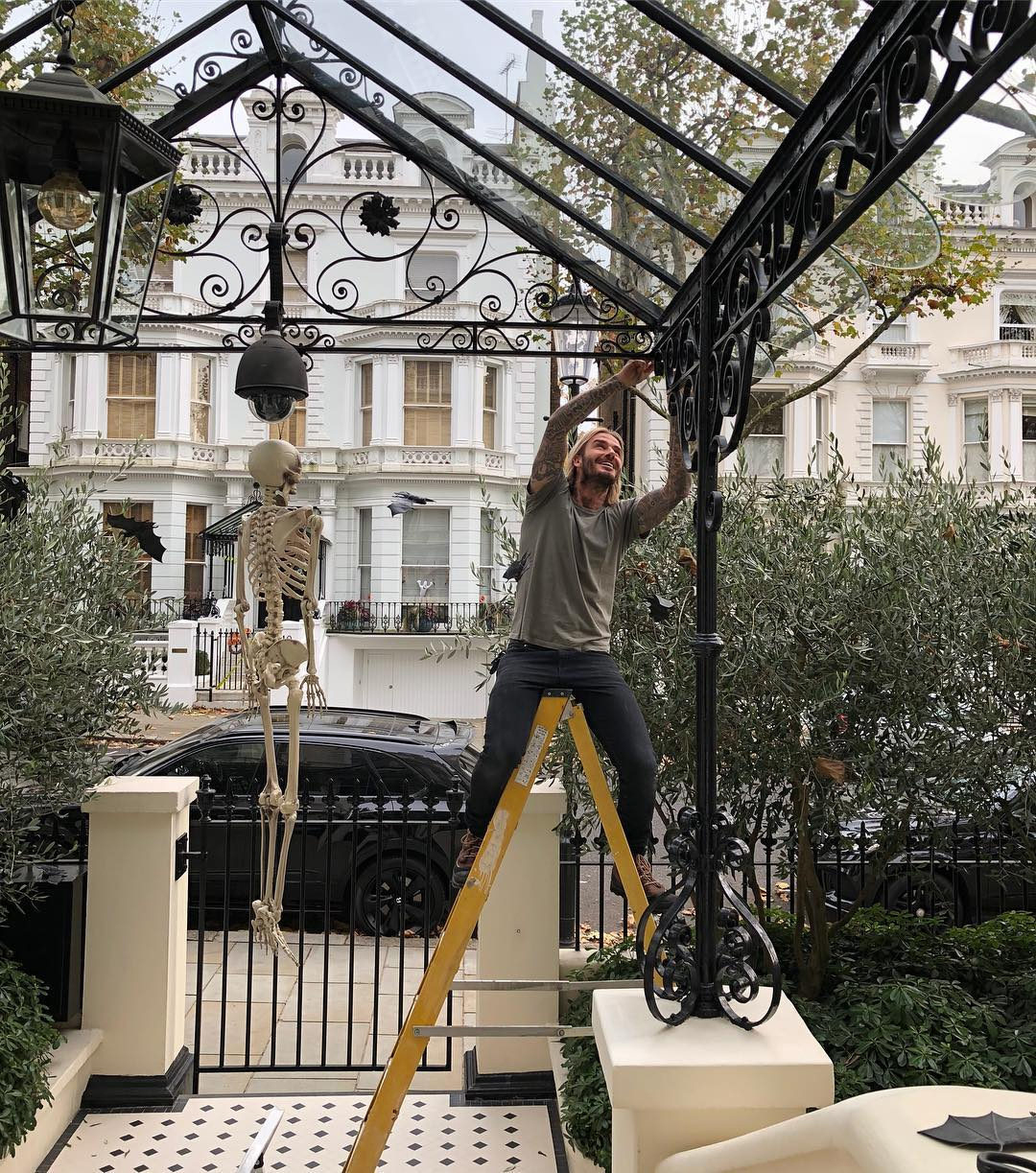 David Beckham goes all out with the Halloween decorating. Image: @victoriabeckham / Instagram