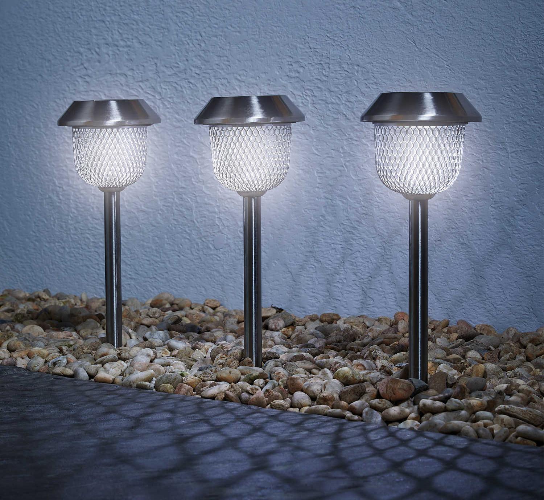 Solar-powered garden lighting. Image: Aldi