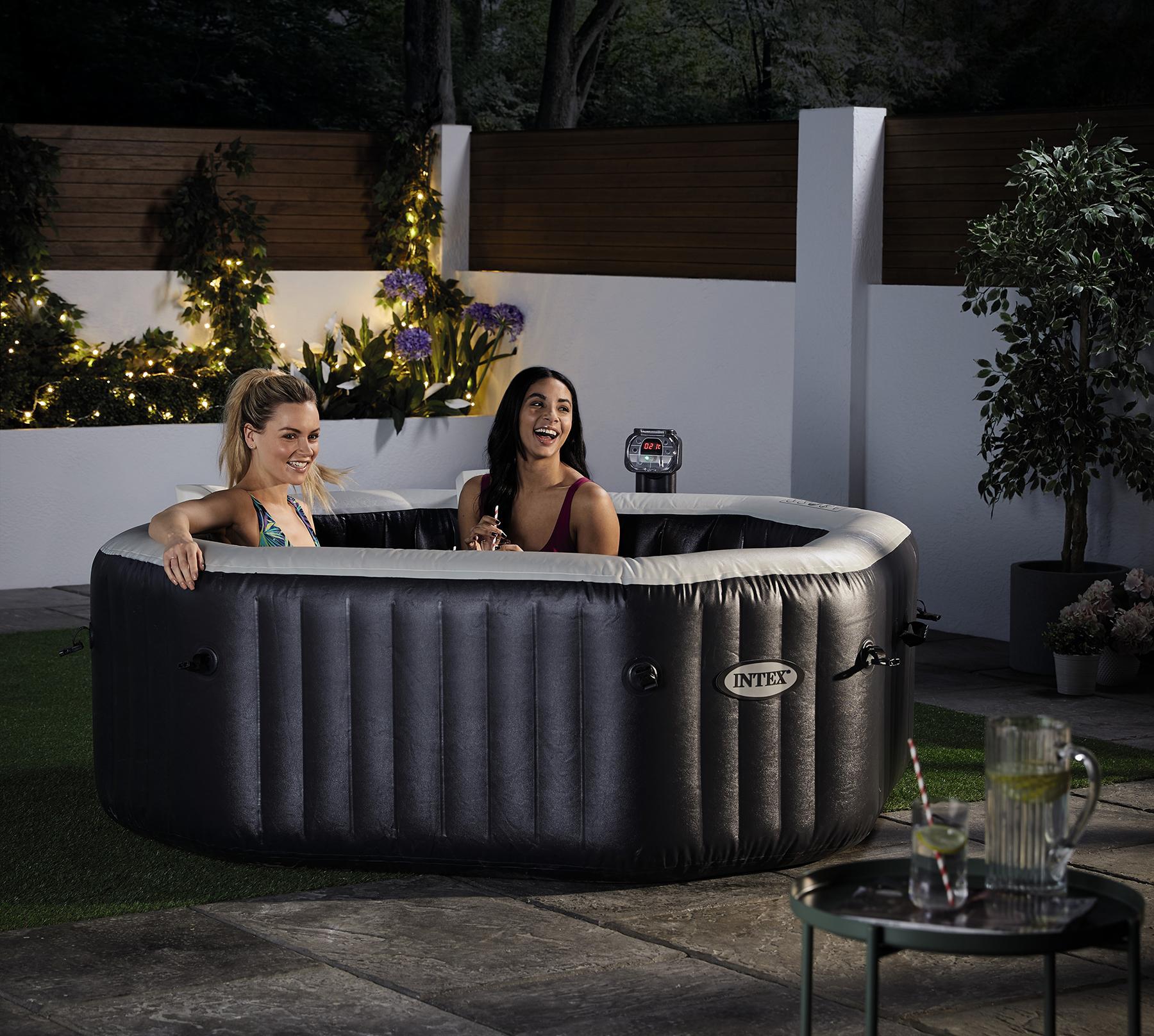 Garden hot tub. Image: Aldi