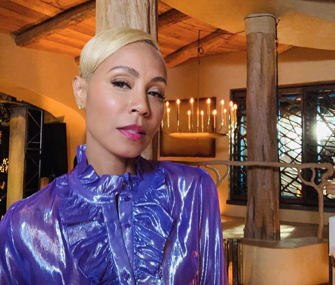 Jada's selfie reveals a glimpse of the earthy decor in their LA mansion. Image: Instagram/@jadapinkettsmith