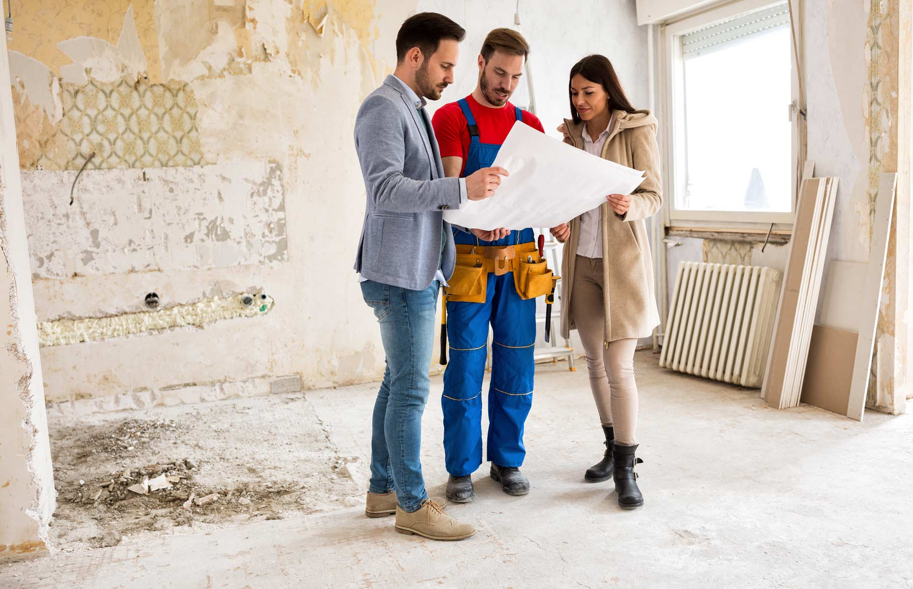 Finding a team of reliable builders is crucial in property development. Image: didesign021 / Shutterstock